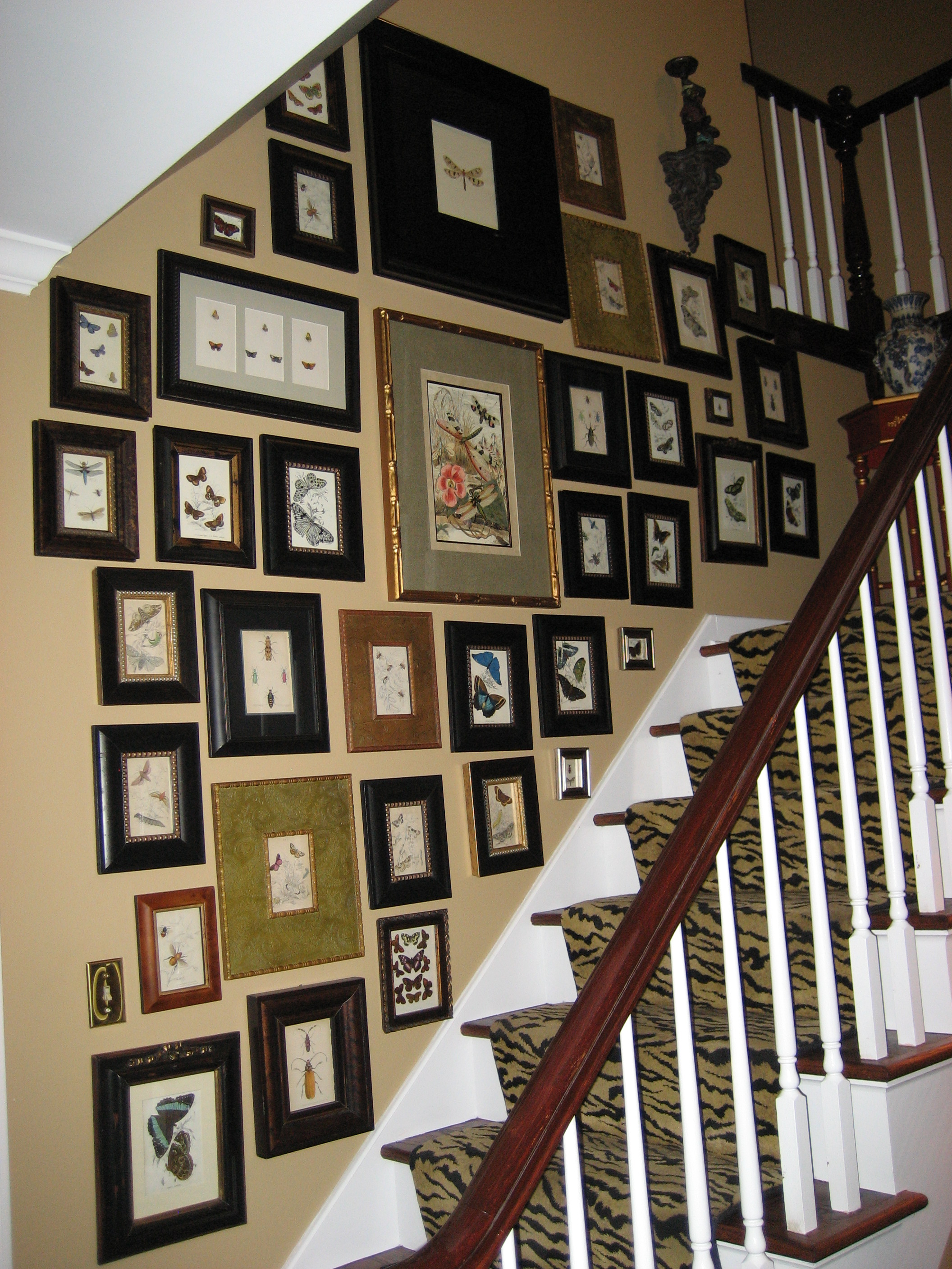 How to Arrange Pictures on a Wall: 14 Steps (with Pictures) Arranging photos on wall