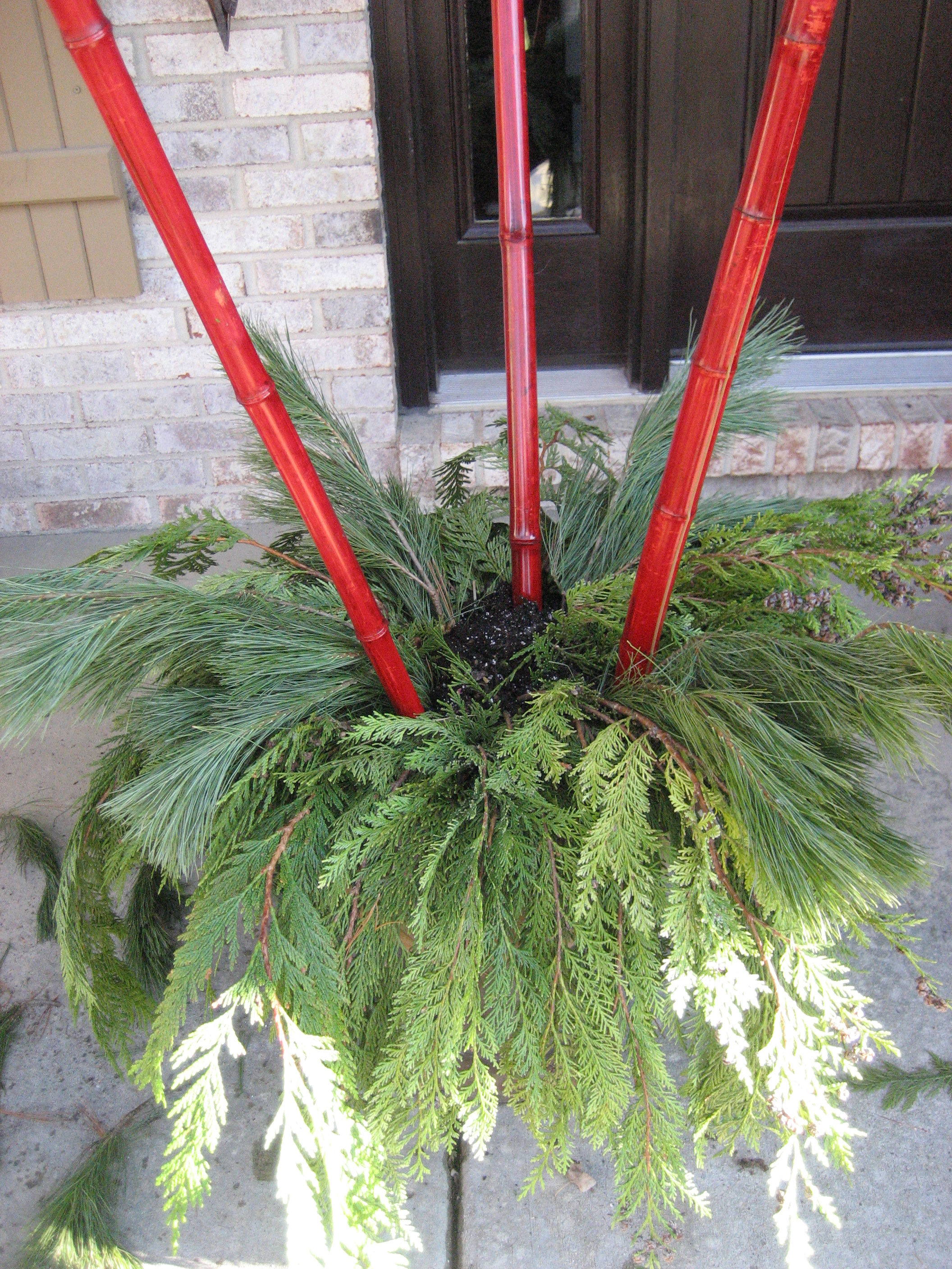 Gorgeous do it yourself winter urns more is more mom layering the christmas greens solutioingenieria Gallery