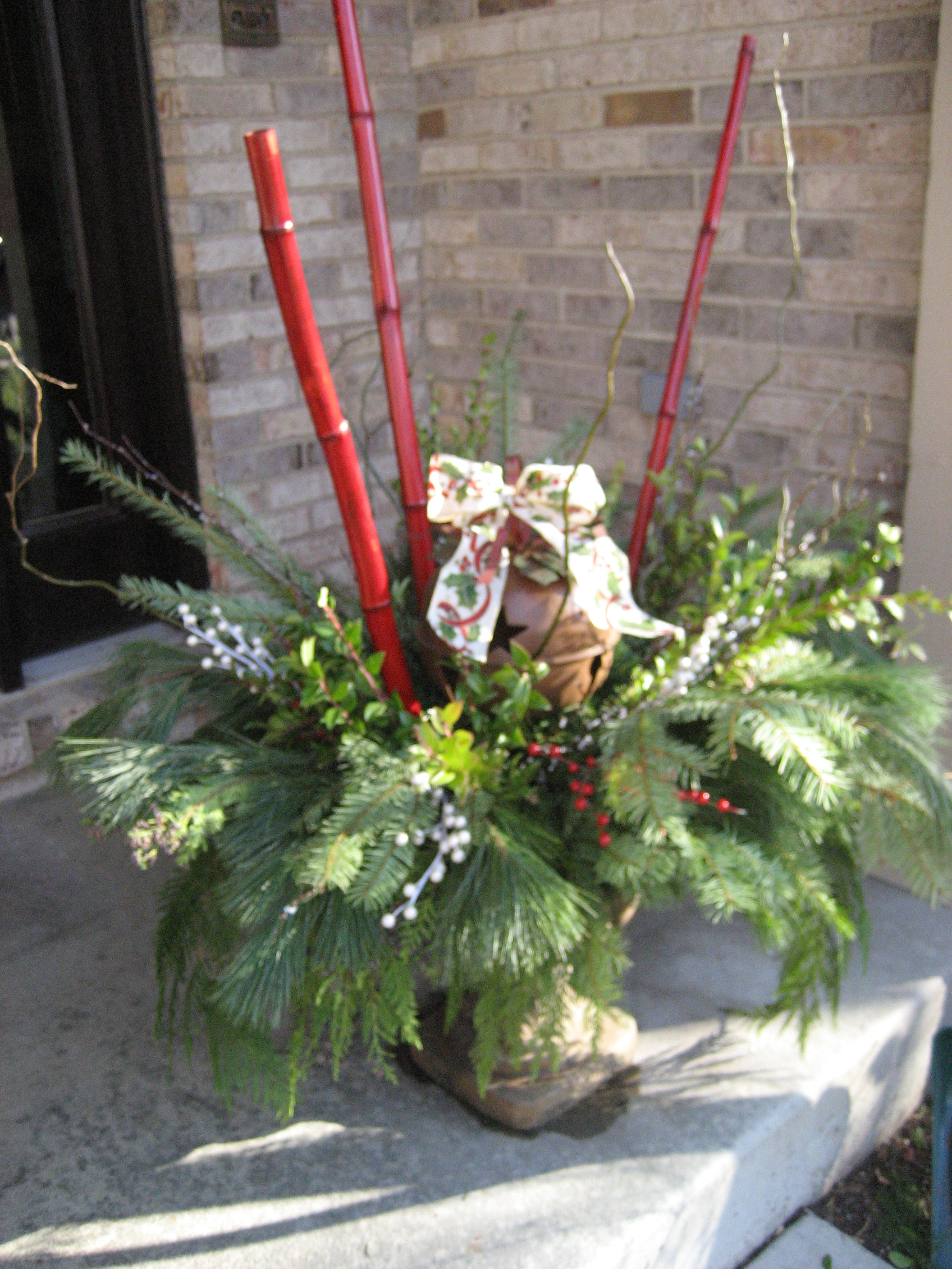 Outdoor Christmas Urns http://moreismoremom.wordpress.com/2010/12/01/gorgeous-do-it-yourself-winter-urns/